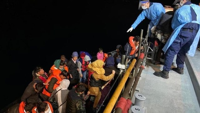 Turkey rescues irregular migrants pushed back by Greece
