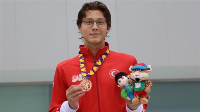 Turkish swimmer Berke Saka bags gold at European Junior Championships