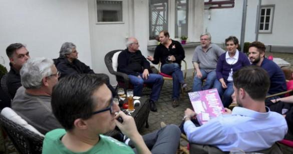 """Zur """"Weilbacher Runde"""" hatte die CDU politisch Interessierte in ein Cafe im Ortskern eingeladen. Quelle: kreisblatt.de. Josef Nietner."""