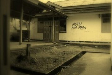 photo of graffiti on building