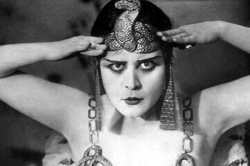photo of American actress Theda Bara as Cleopatra, 1917