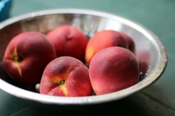 photo of bowl of peaches