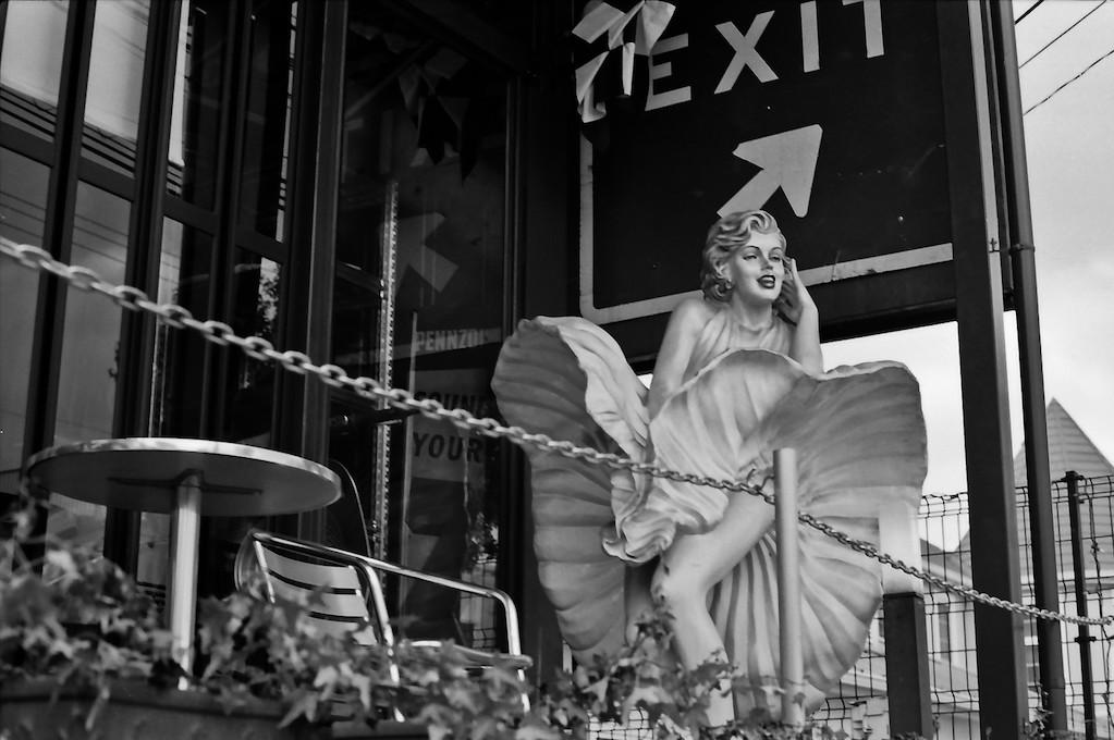 photo of Marilyn Monroe statue