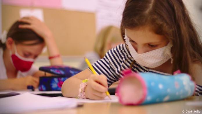 Reguli stabilite de ministerele Sănătății și Educației pentru noul trimestru școlar