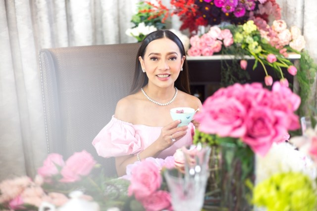 Award-winning chemist, philanthropist, and tablescaping enthusiast Pinky Tobiano was the special guest speaker for the Pink October Breast Cancer Awareness Month event. | CebuFinest