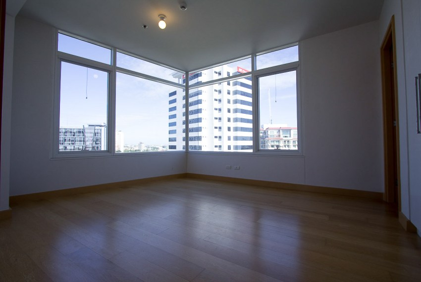SRB89 3 Bedroom Condo for Sale in Cebu Business Park 1016 Reside