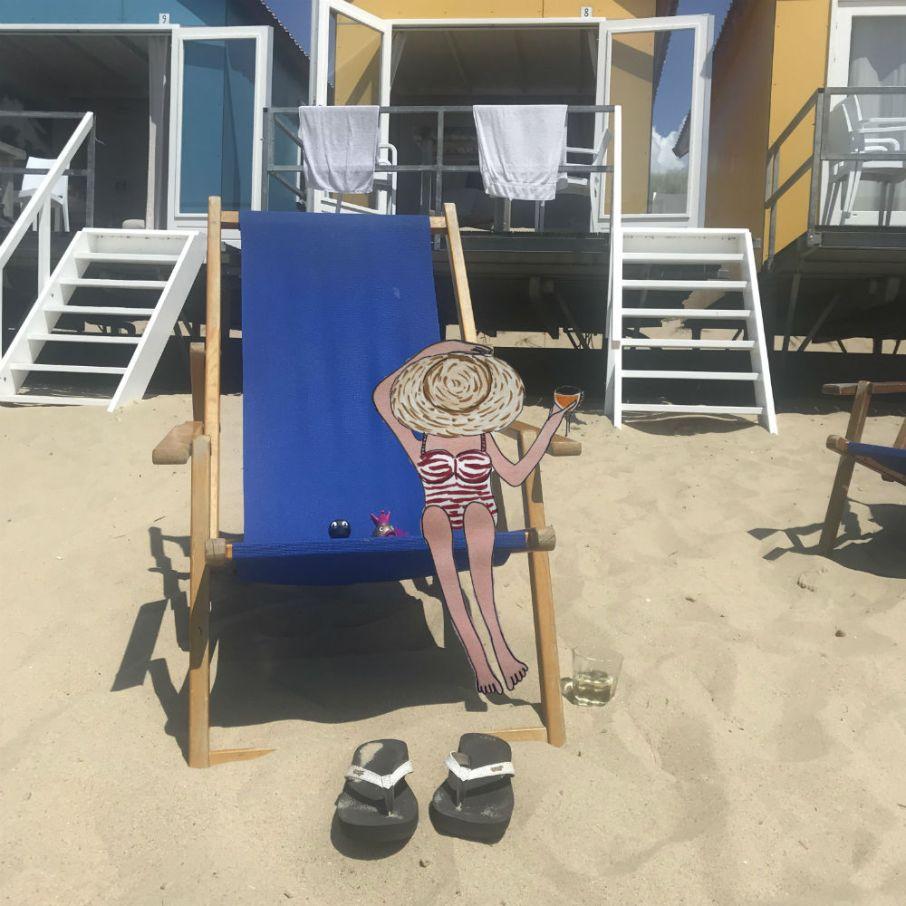 dame op het strand