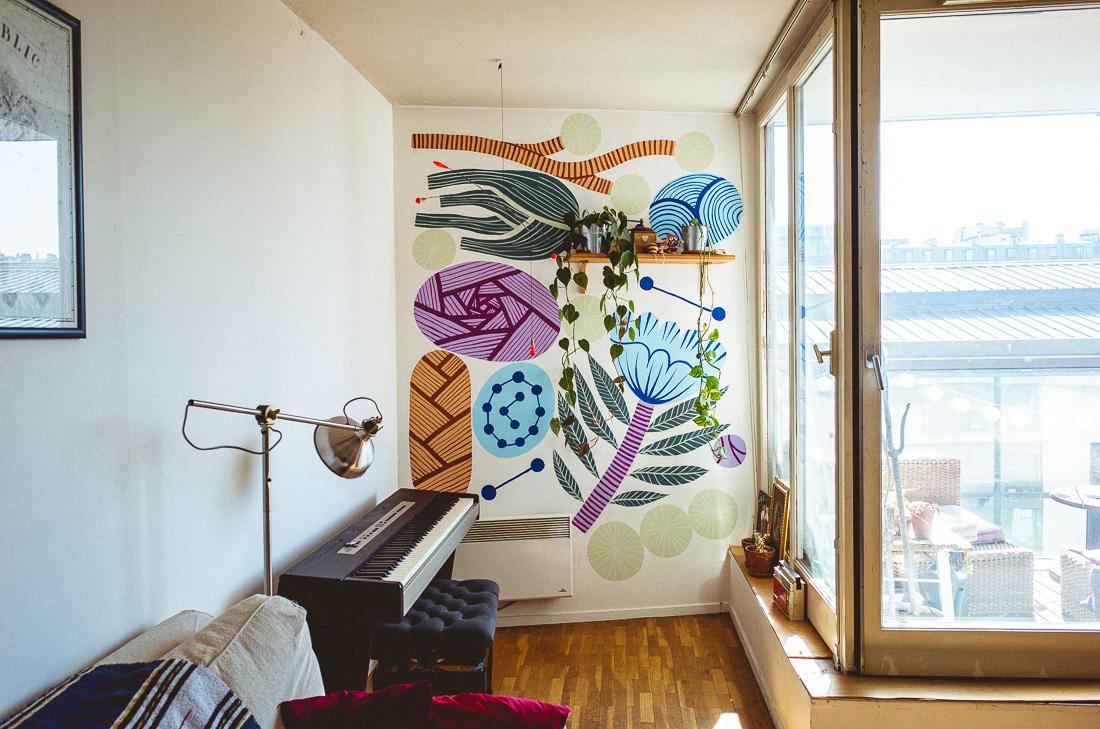 Fresque réalisée à Paris chez un particulier. Motifs de végétaux abstraits.
