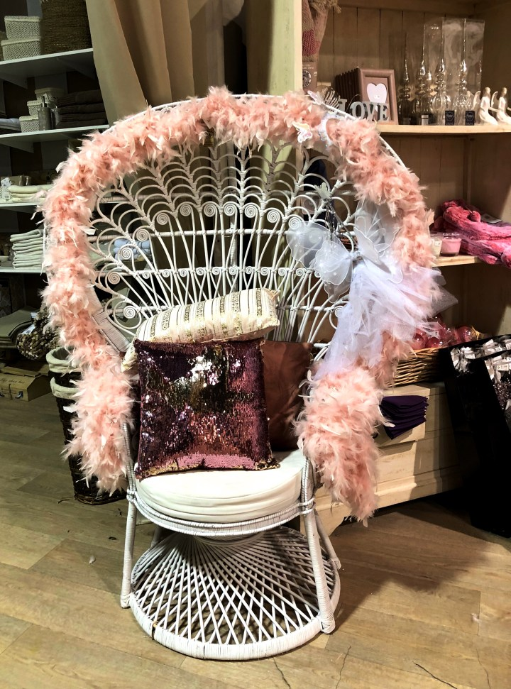 rosafjäder stol.jpg