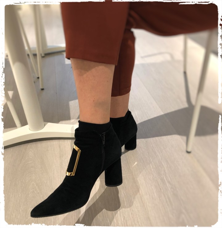 mina svarta skor.jpg