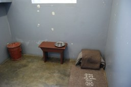 Nelson_Mandela's_prison_cell,_Robben_Island,_South_Africa