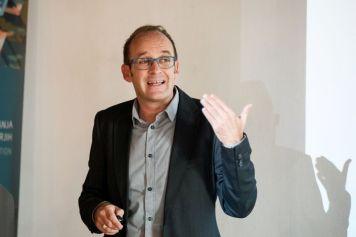 "Edgar Garcia Casellas. Onkraj kulturnega modela/ Beyond the Cultural Model"" conference (Ljubljana, 16/10/2018). Foto: Katja Goljat."