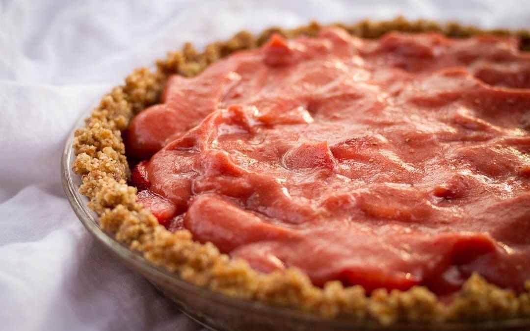 Raw Strawberry Pie