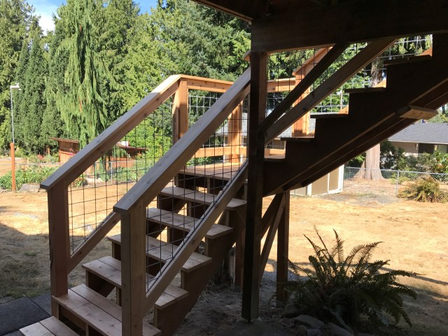 Western Red Cedar Deck with Hog panel railing