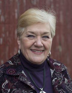 Barbara Jenista: Wife of former U.S. diplomat.