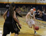 Baylee Bennett drives to the basket for a layup (Photo: Christian Cortes).