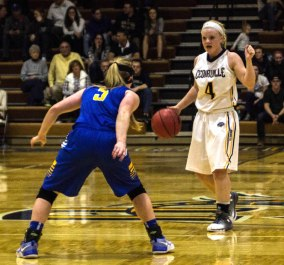 Baylee Bennett calls a play for Cedarville (Photo: Christian Cortes).
