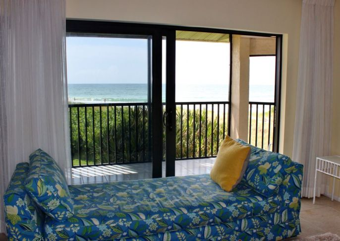 c-201-living room longboat key featured condo rental