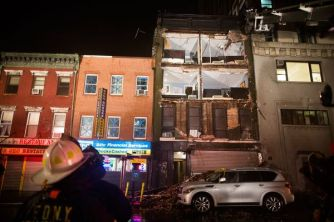 hurricane-superstorm-sandy-hits-facade_60723_600x450