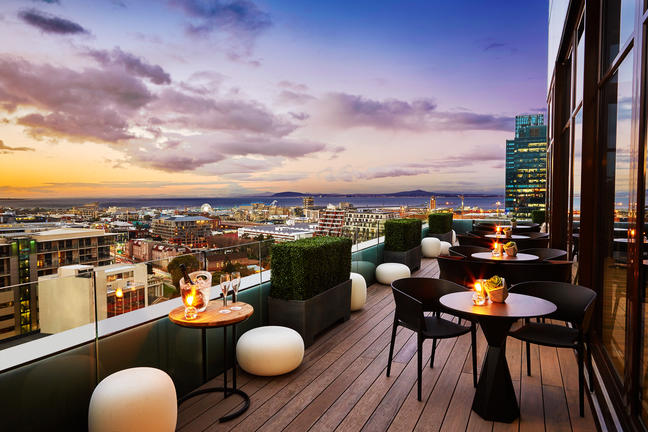 SUNSQUARE CAPE TOWN GARDENS | CAPE TOWN – 14_stories_rooftop_bar_deck_22