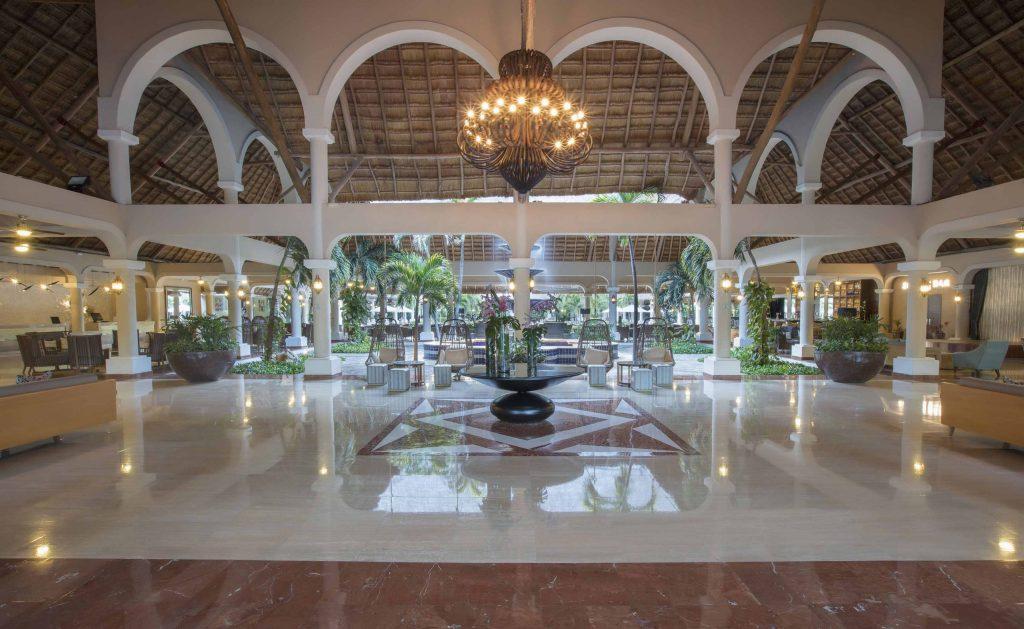 Grand-Palladium-Colonial-Resort-Spa-Lobby-Colonial-3-