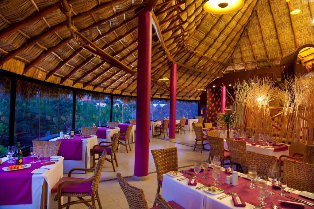 Grand-Palladium-Vallarta-Resort-Spa-Bamb-Restaurant-1