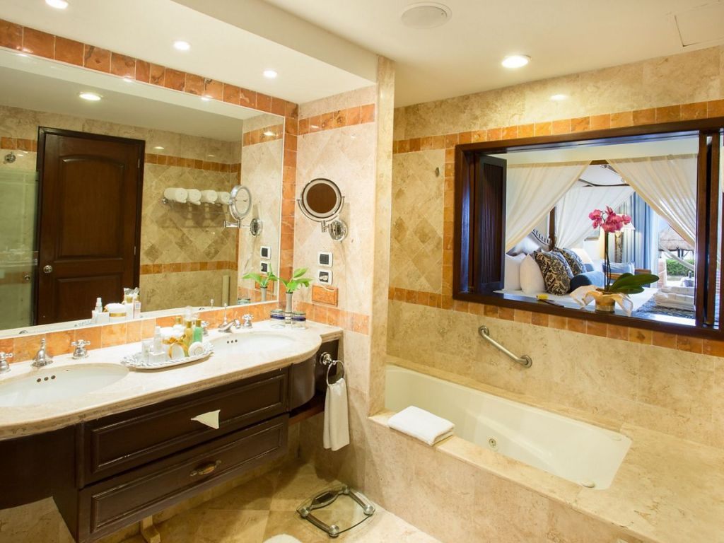 SECRC_PC_Jr_St_OF_Bathroom_AA
