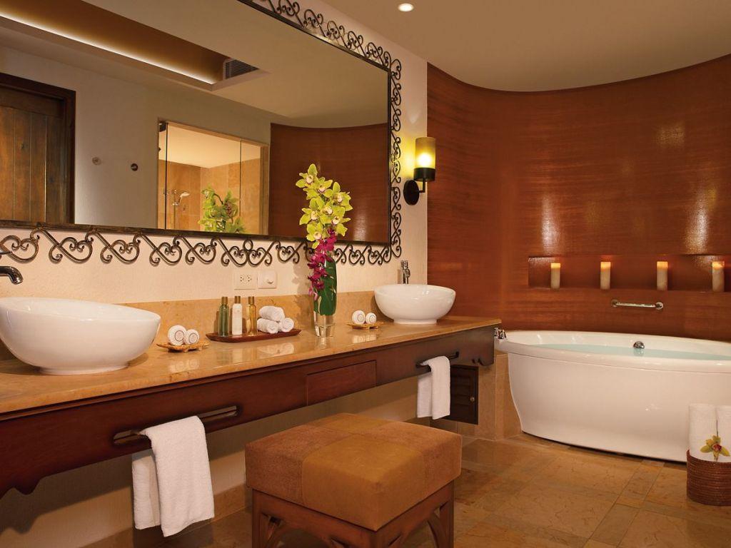 SEPLC_MstrSt_Bathroom_2A