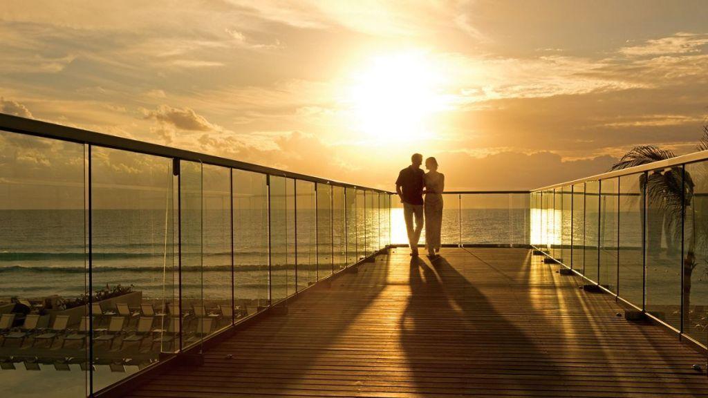 SEVCU_Couple_Bridge_2