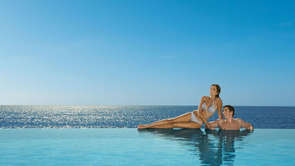 SEVPV_Couple_InfinityPool1_2