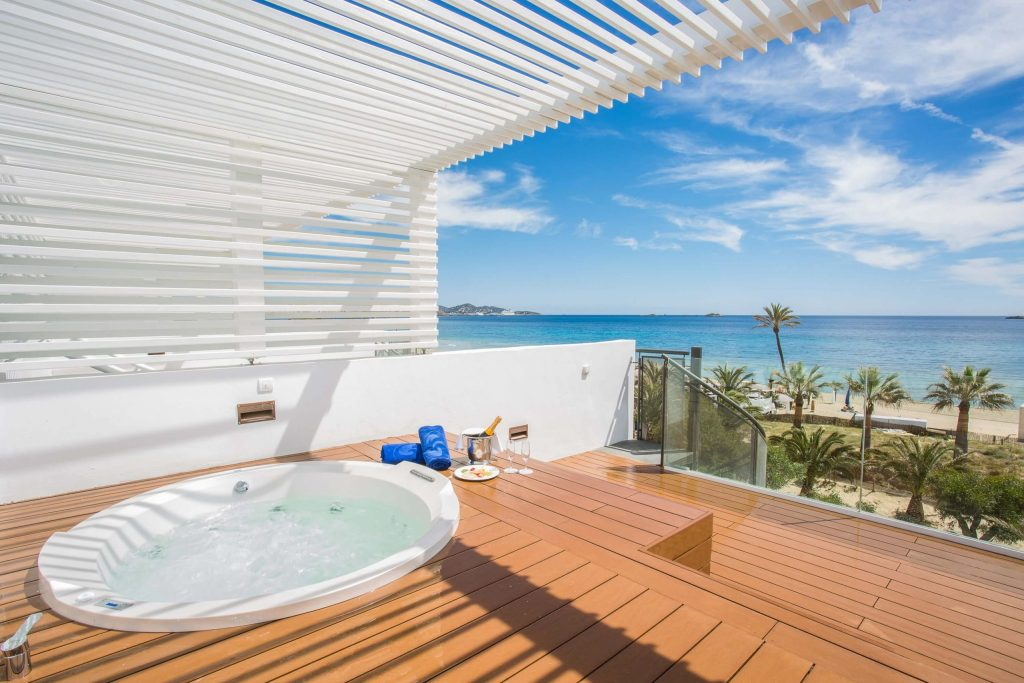 grand-palladium-white-island-master-suite2
