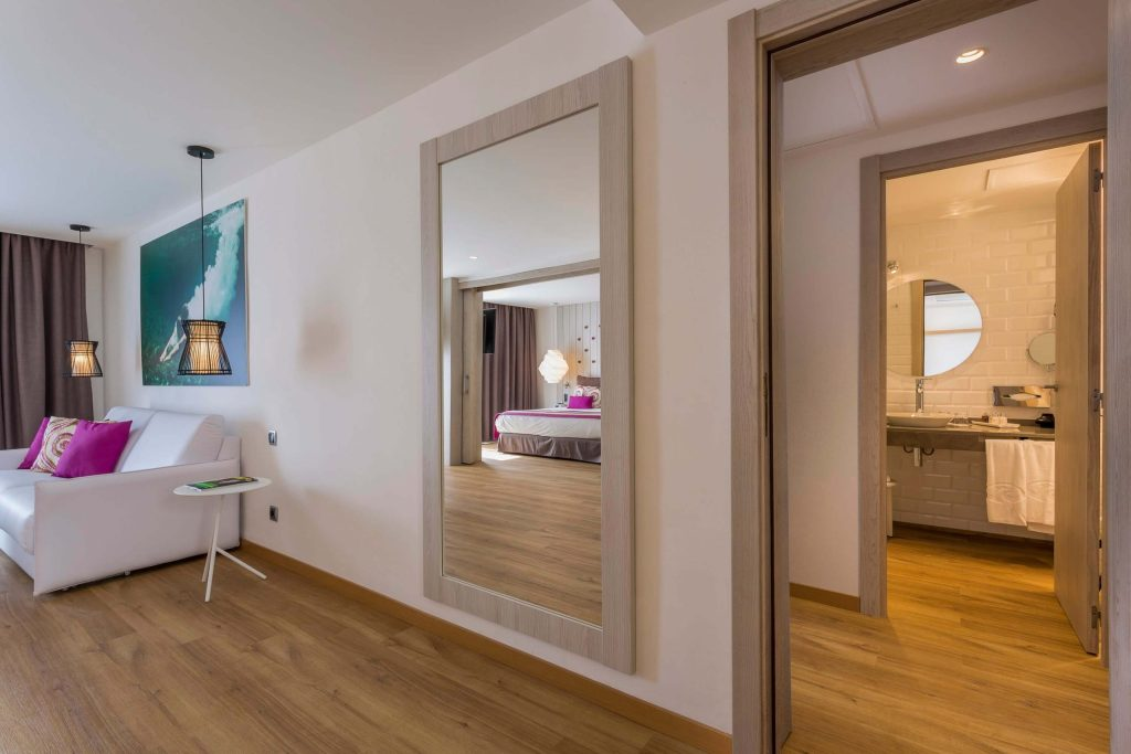 grand-palladium-white-island-master-suite4
