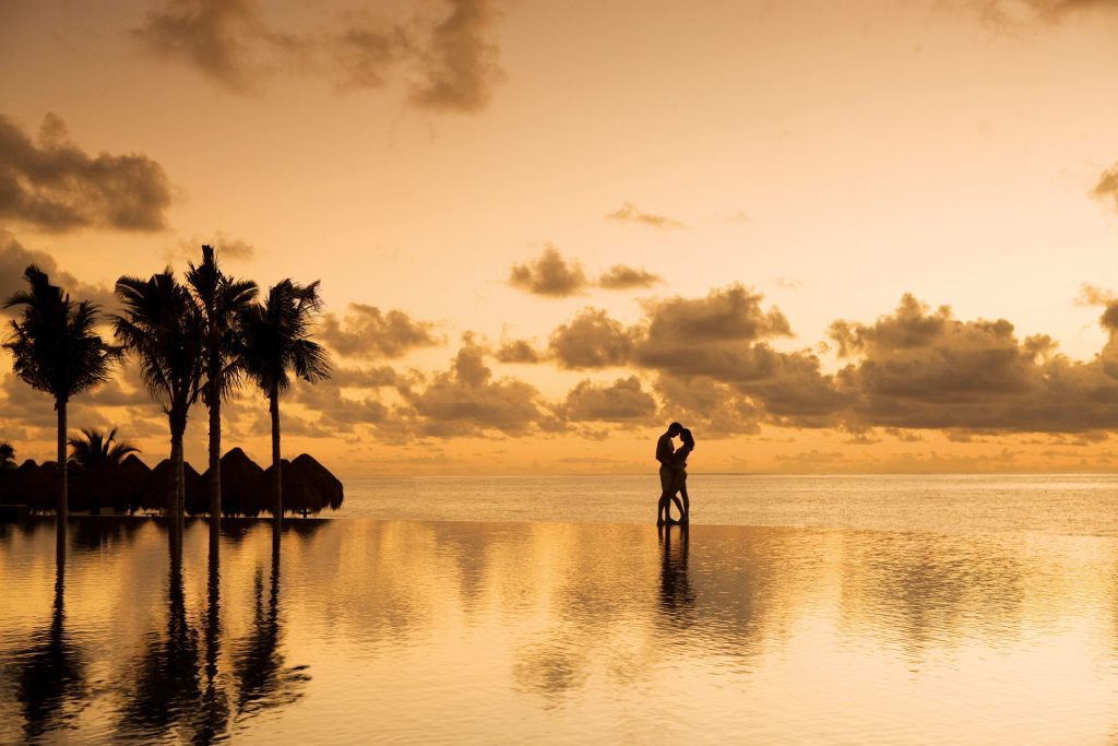 DRERC_COUPLE-AT-SUNSET1_1B