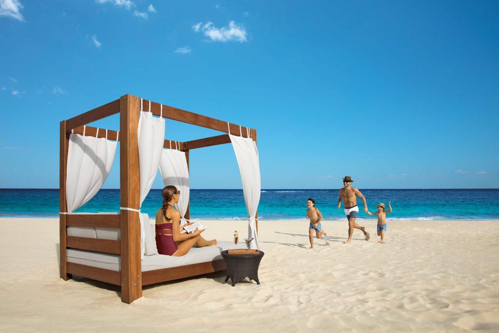 DRERC_Family_BalineseBed_Beach_2A
