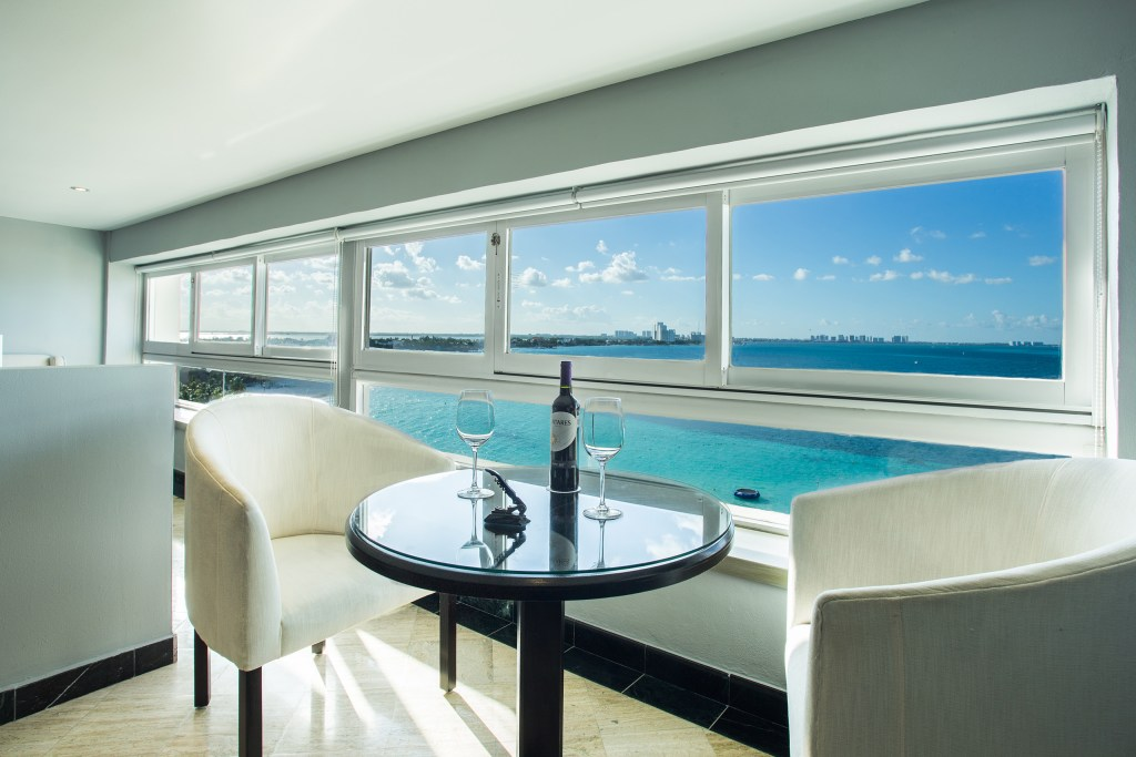 Preferred-Club-Junior-Suite-living-area