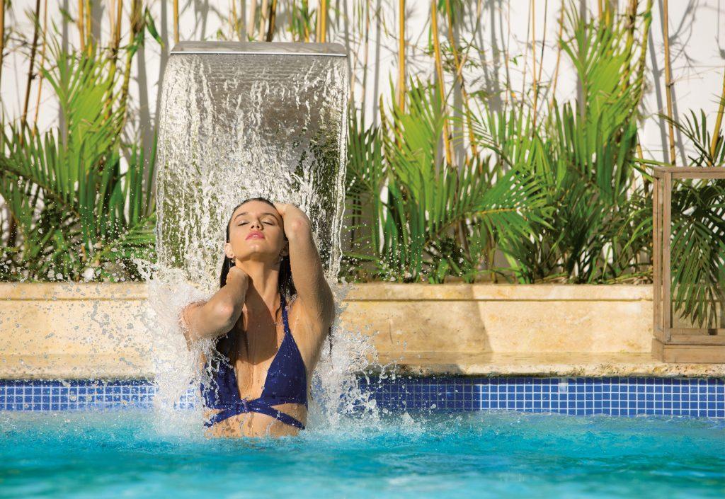 DREDL_Spa_Woman_Hydrotherapy_2A