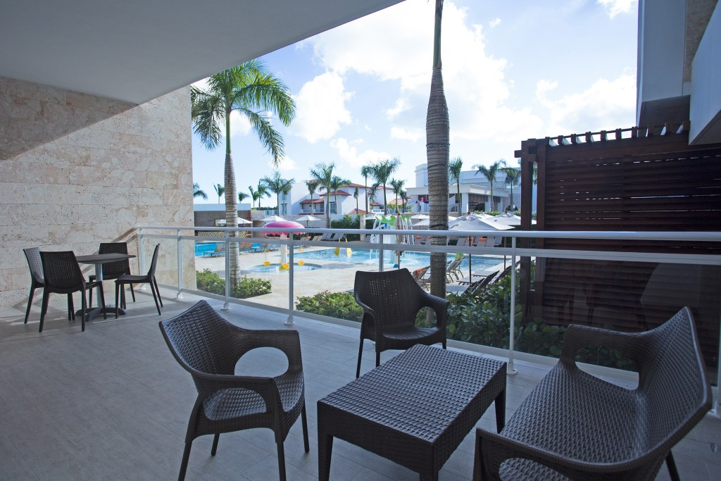 Preferred-Club-Suite-Tropical-View-One-and-Two-Bedrooms-Family-Section