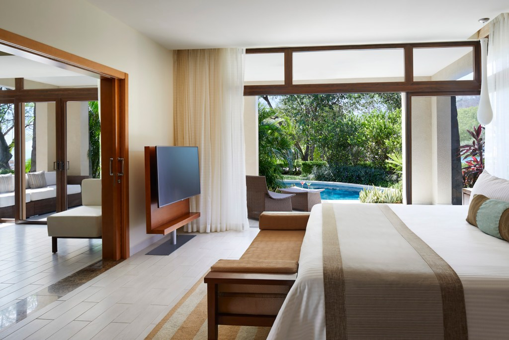 Preferred_Club_Master_Suite_Swim_Out_Ocean_Front