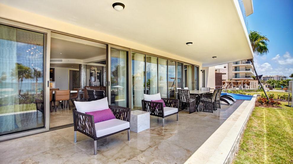 RRC-Luxury-Chairman-Suite_Swimout-16