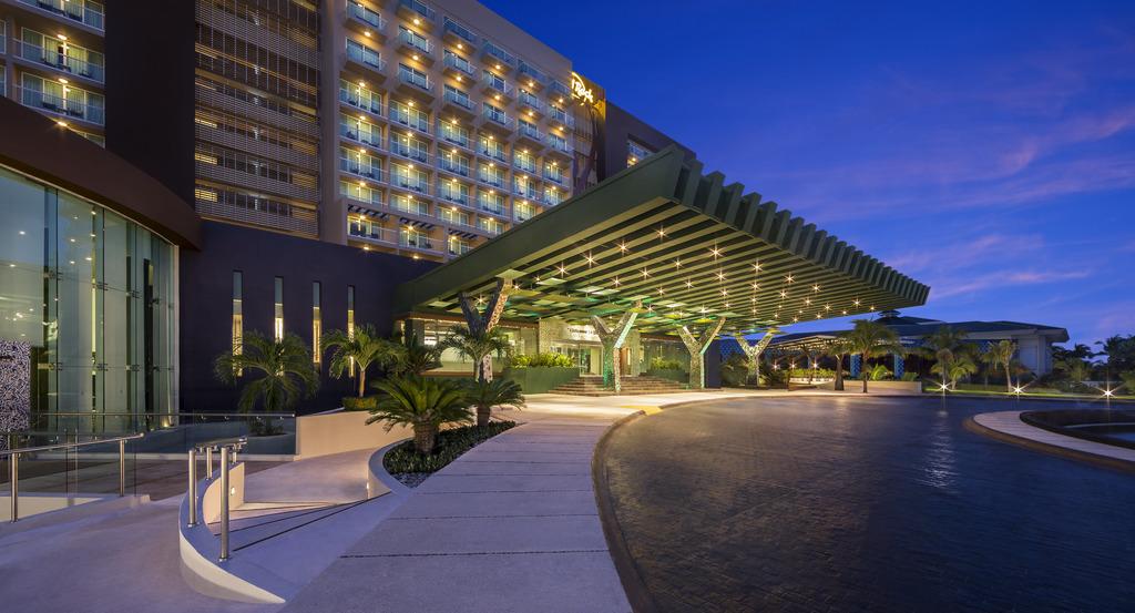 HRH Cancun Exterior_Entrance_v2 121012
