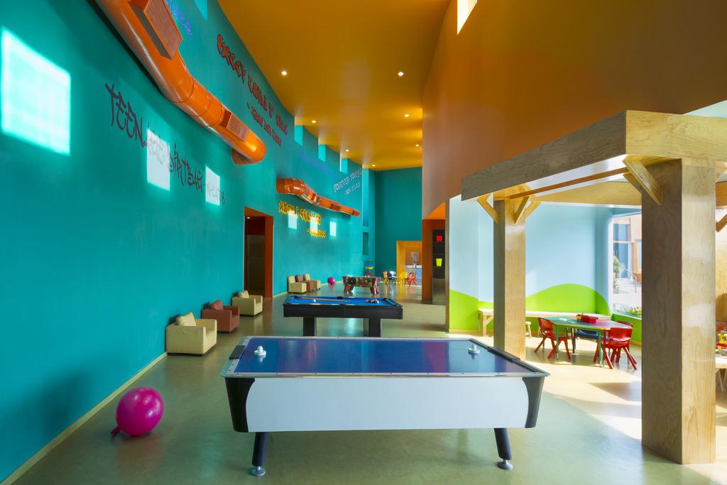 HRH Cancun Kids_Lobby_v2 120612