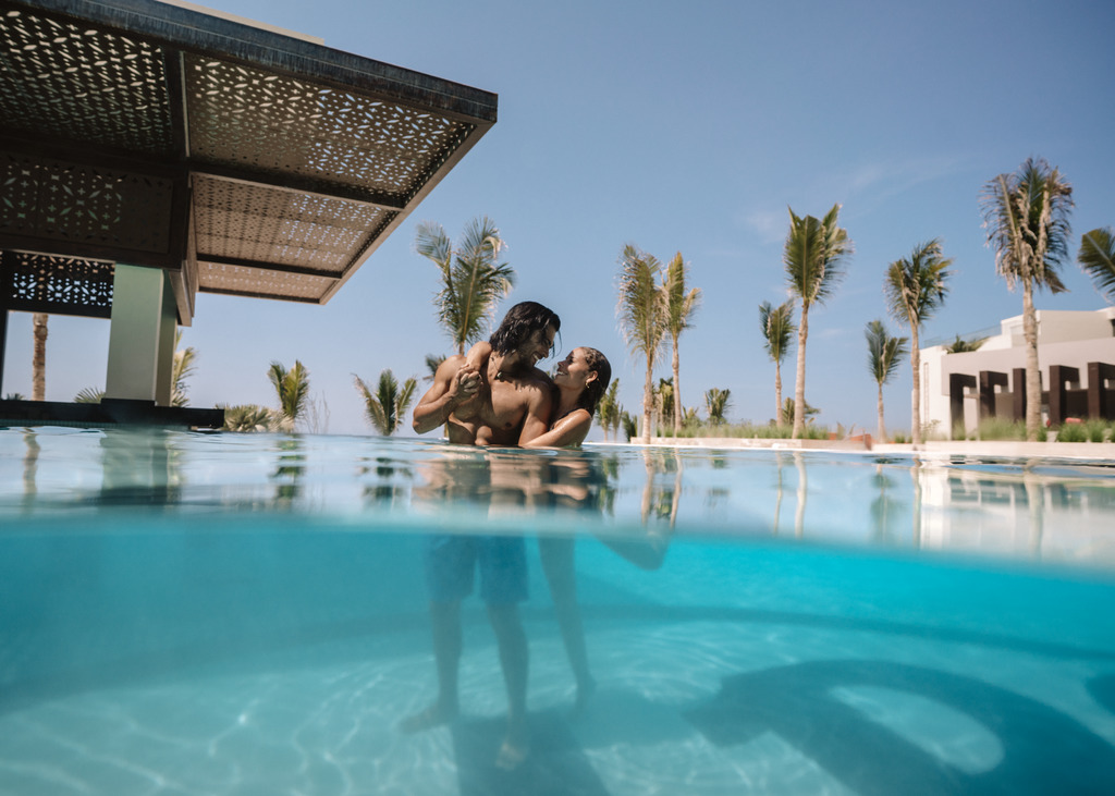 HRHLosCabos_Lifestyle_Pool side 2