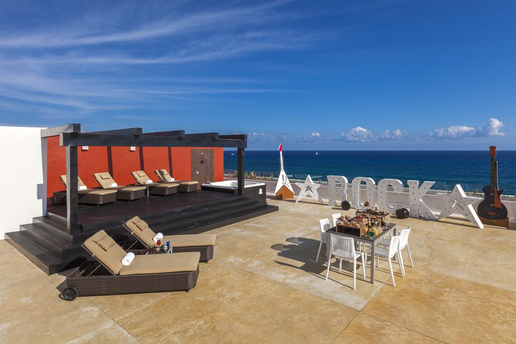 Hacienda Rock Star Suite Terrace 3