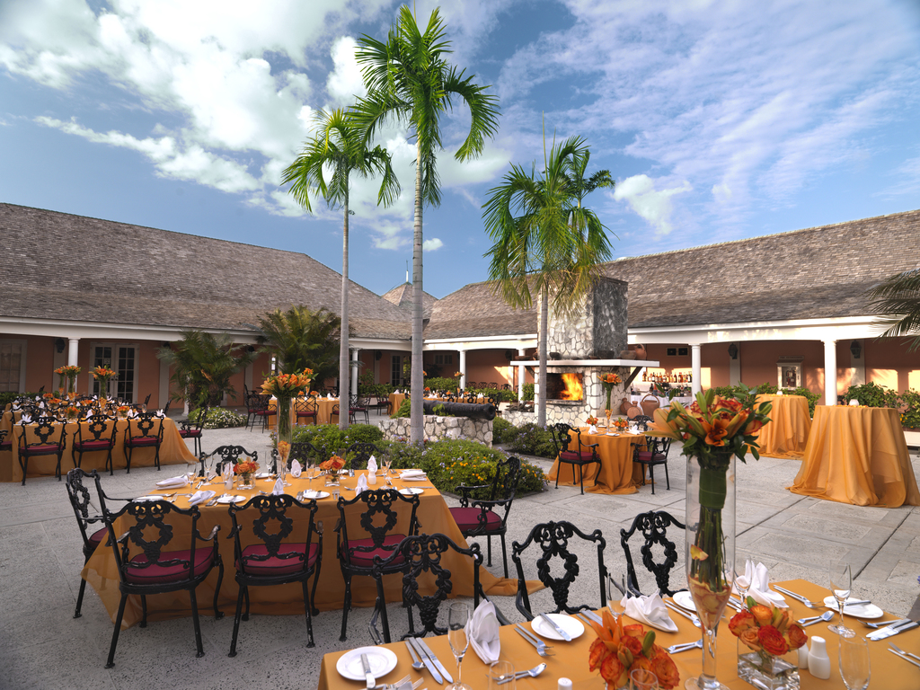 Hilton Rose Hall Three Palms Restaurant Setup