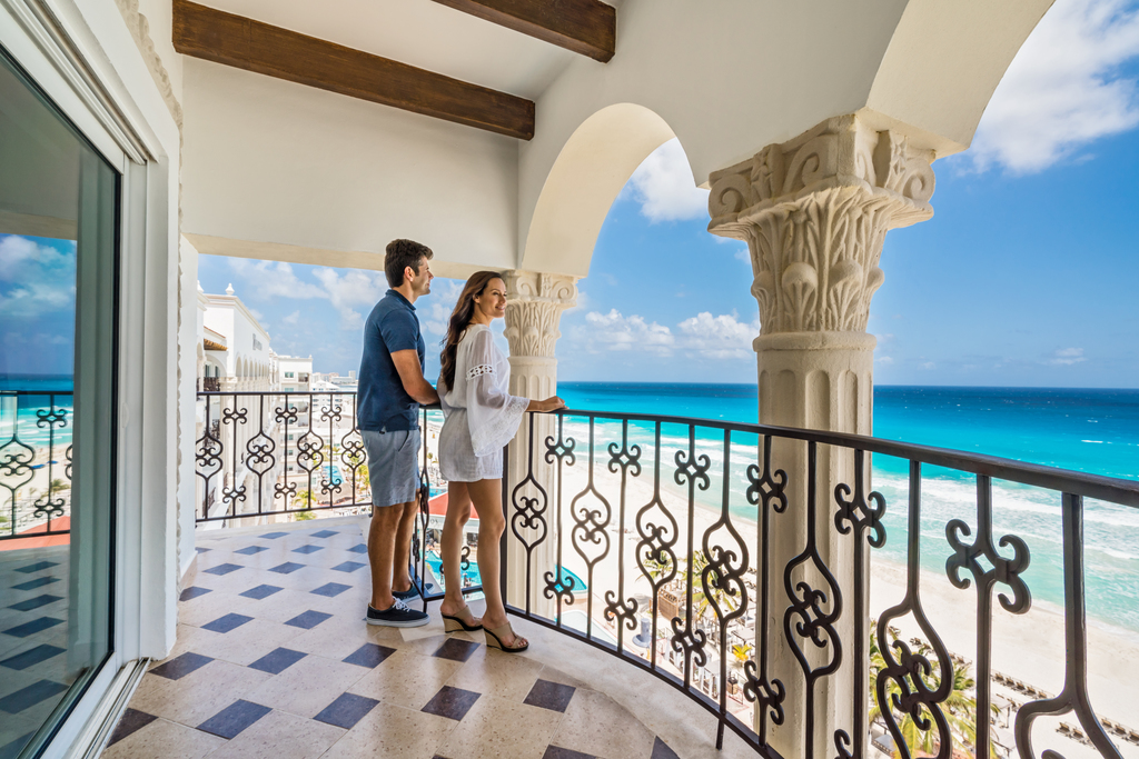 Hyatt-Zilara-Cancun-Balcony-Couple