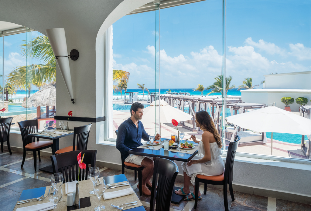 Hyatt-Zilara-Cancun-Spice-Restaurant-Couple-Eating