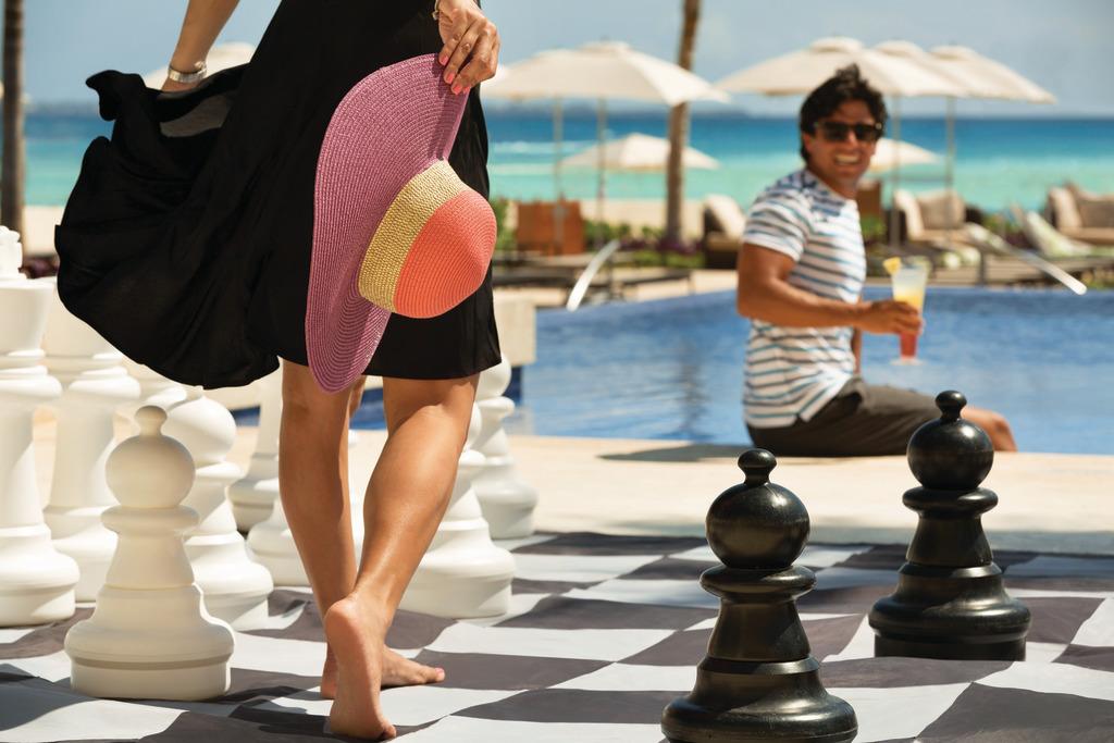 Hyatt-Ziva-Cancun-Large-Size-Chess-Set-Up-3
