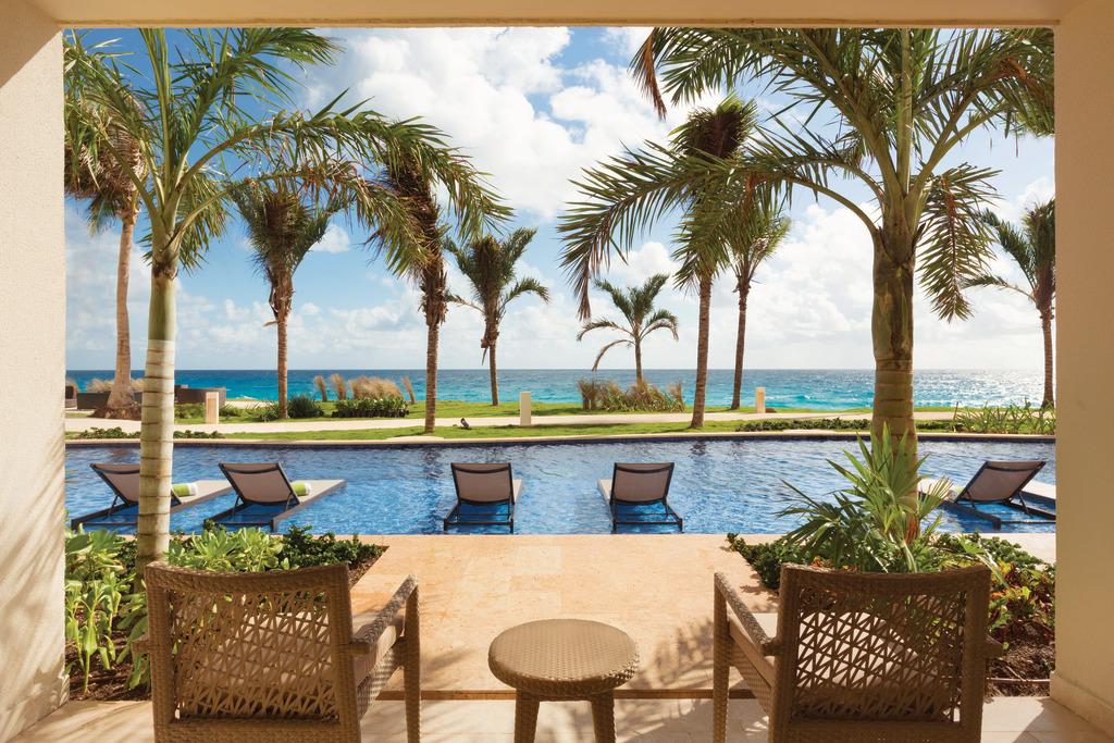 Hyatt-Ziva-Cancun-Swim-Up-King-View