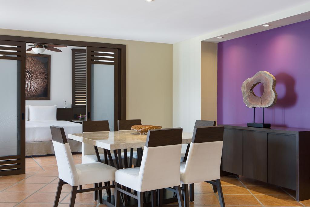 Hyatt-Ziva-Los-Cabos-Ocean-View-One-Bedroom-Master-Suite-Dining-Area