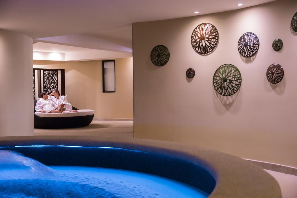 Hyatt-Ziva-Los-Cabos-Spa-Couple-Relaxing